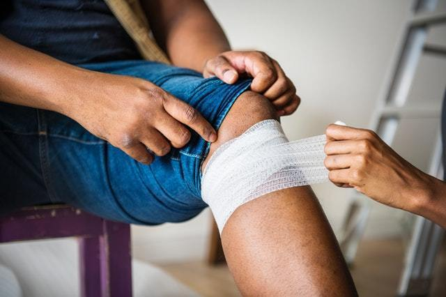 a man wearing a white cast. OSHA certifications help employers and construction professionals prevent injuries